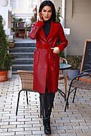 Женское пальто из дубленой эко-кожи красного цвета