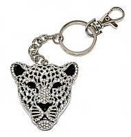 Брелок цвета серебра с россыпью белых фианитов. Леопард диаметром 5 см. Длина цепочки с карабином 11 см.
