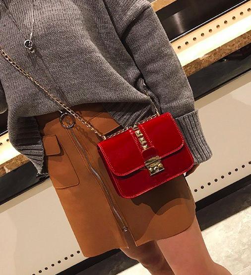 Женский клатч сумка в стиле Fashion с шипами  Красный