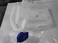 Бачок омывателя VW Caddy 04-