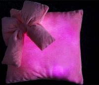 Светящаяся плюшевая подушка – «Гламур с бантиком», цвет ткани: желтый, синий и розовый