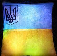 """Светящаяся плюшевая подушка – «Флаг Украины» - """"Патриот Украины""""  с печатью Украинского герба"""