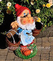 Подставка для цветов кашпо Гном водонос в очках, фото 3
