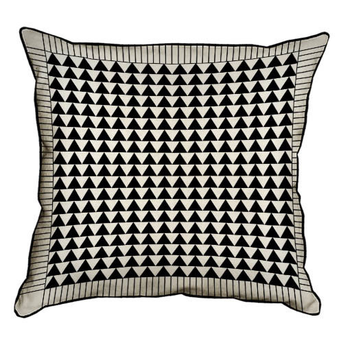 Подушка интерьерная из мешковины Черные треугольники 45x45 см (45PHB_TFL032_BL)