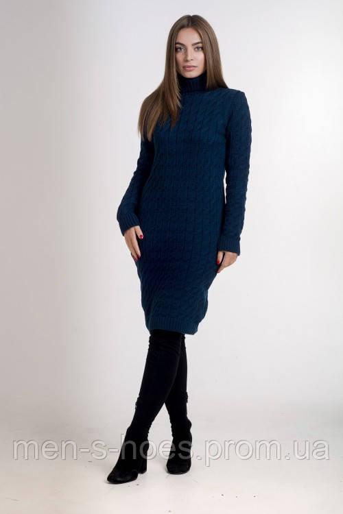 Женское  утепленное однотонное темно-синее  платье с горловиной.