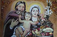 Свята родина з бурштину