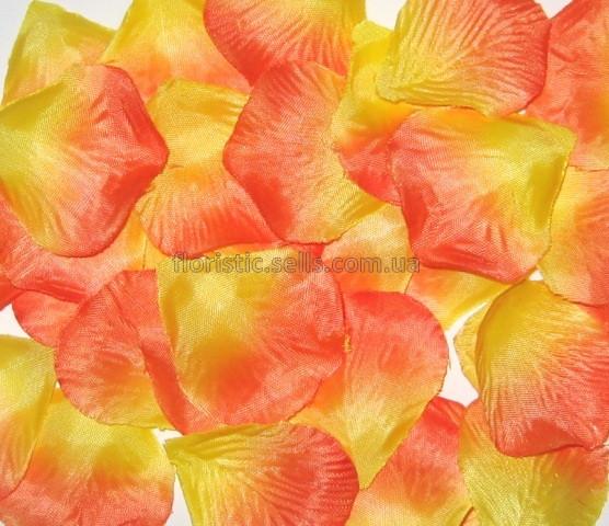 Лепестки желто-персиковые