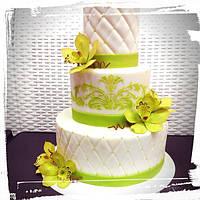 Свадебный торт в лаймовом цвете с орхидеями