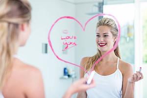 Что нельзя делать перед зеркалом: 10 предостережений для вас из зазеркалья
