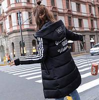 Женский зимний пуховик с лампасами черный