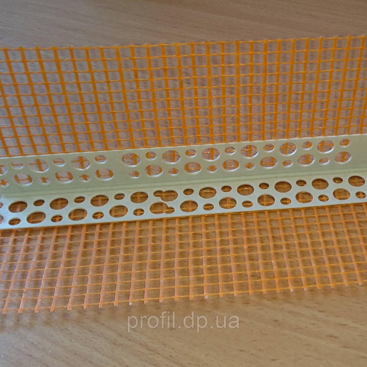 Уголок ПВХ перфорированный с сеткой 7*7 см 3 м