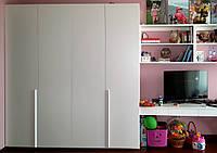 Шкаф с крашеными глянцевыми фасадами и системой - гармошка, фото 1