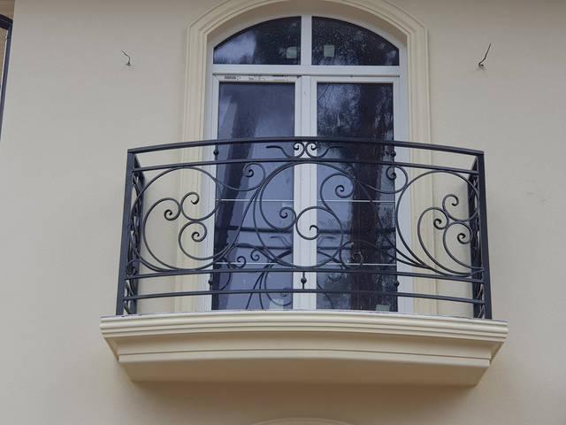 Кованые перила на балкон -1