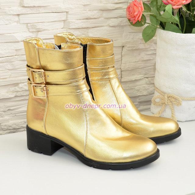 Ботинки демисезонные на невысоком каблуке, цвет золото