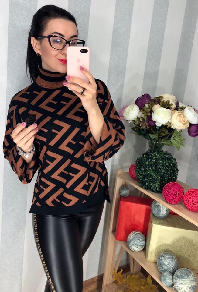 Модный свитер с крупным принтом