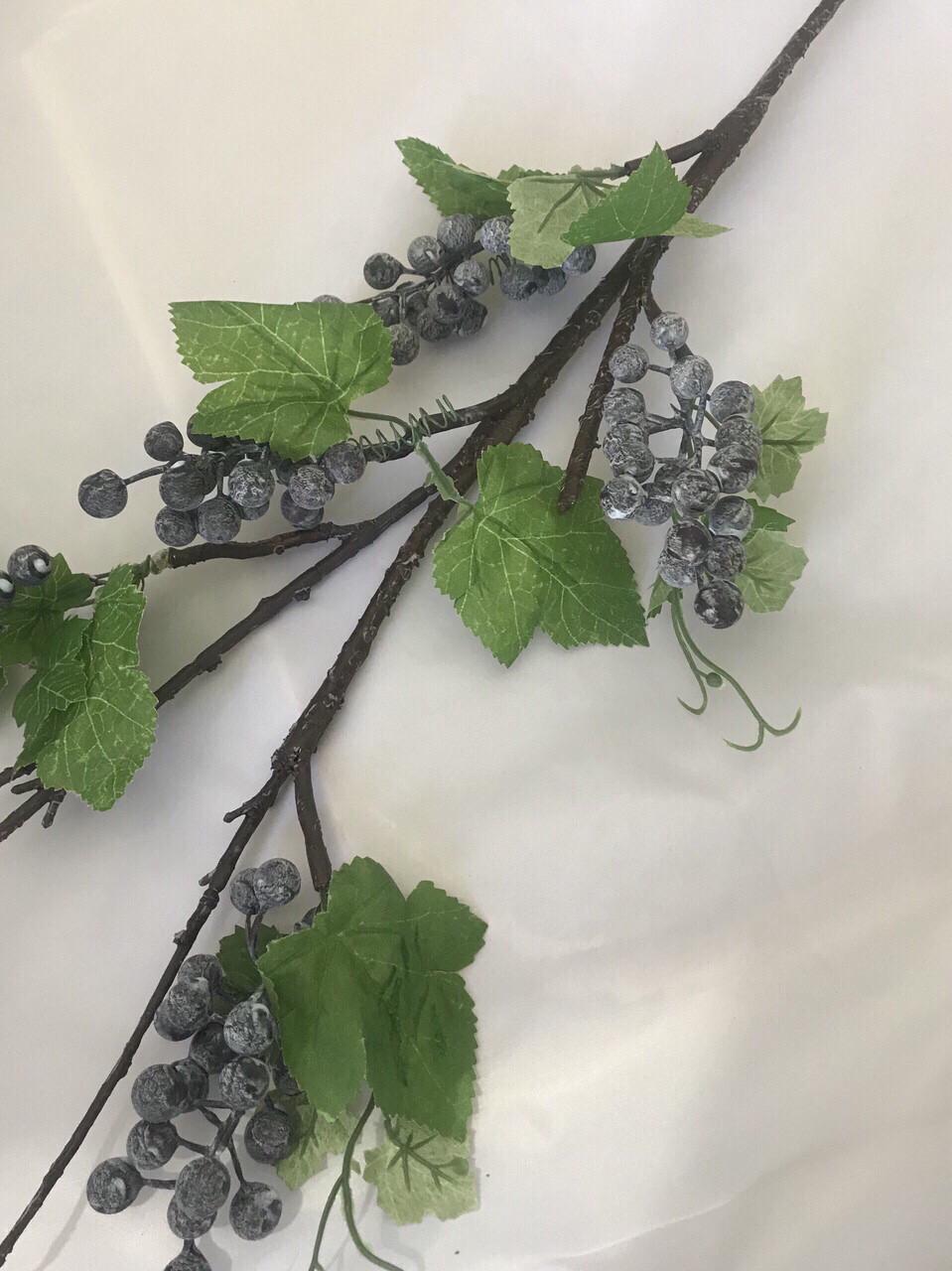 Искусственная ветка с ягодами.Декоративная ветка.