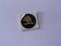 Наклейка s круглая Skoda 20х20х1.2мм серебристая силиконовая эмблема логотип бренд в круге на авто  Уценка, фото 1
