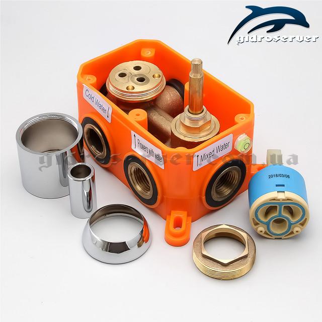 Встраиваемый в стену смеситель для душа SVB-03 используется для комплектации душевых систем, гарнитуров скрытого монтажа.