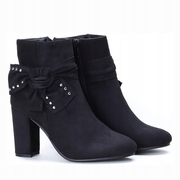 Чёрные модные ботинки по привлекательной цене