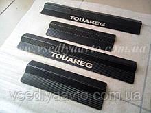 Защита порогов - накладки на пороги Volkswagen TOUAREG с 2002-2009 гг. (Carbon)