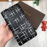 Кожаный кошелек Bottega Veneta черный клатч с ремешком натуральная кожа женский мужской бумажник реплика