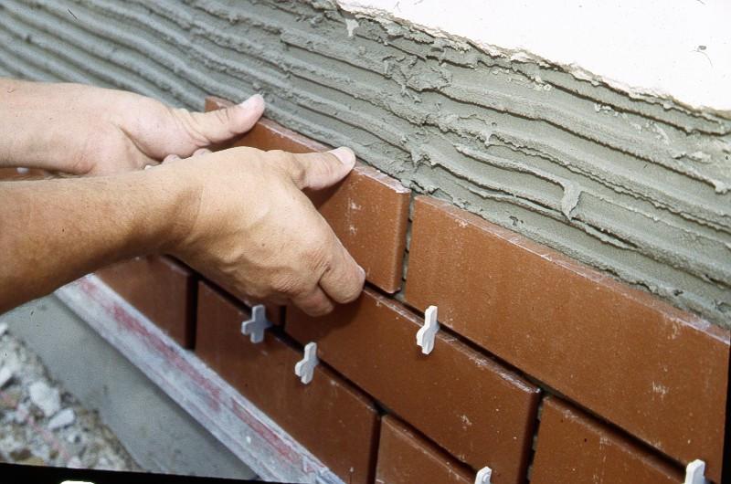 Испытания (исследования) клеевых смесей для облицовки фасадов