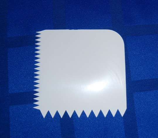 Скребок  для работы с кремом и мастикой(код 00532)