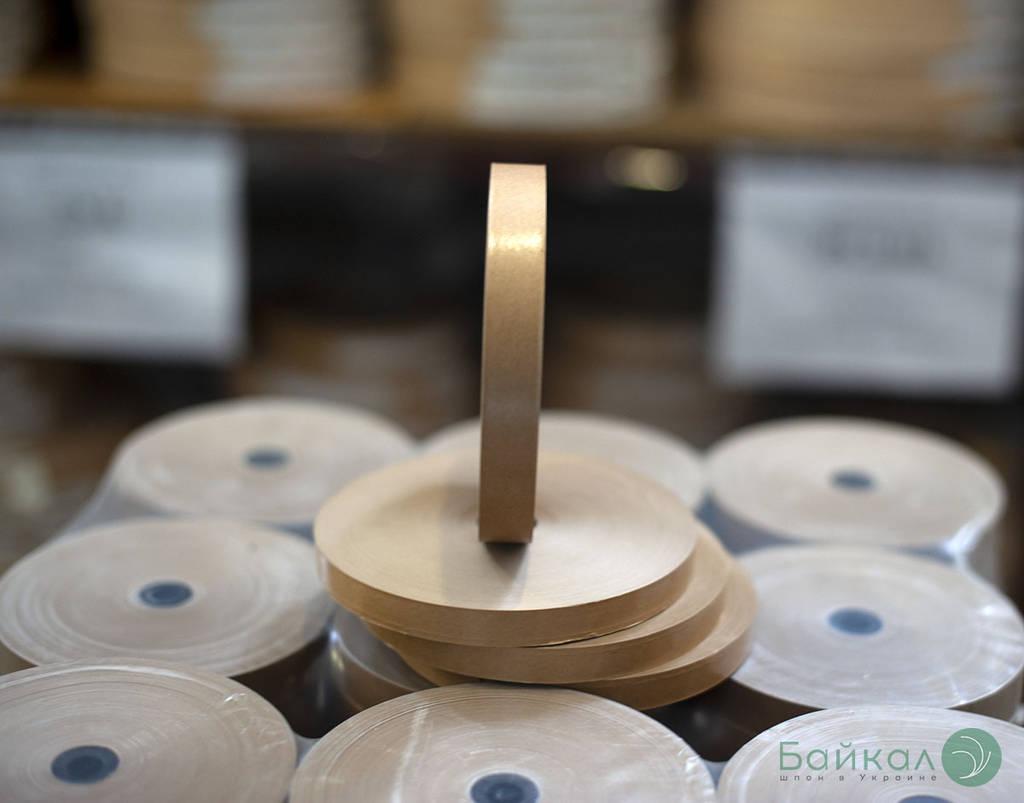 Гумированная лента для склеивания шпона коричневая с животным клеем: ширина-15 мм, длина-200 м/п