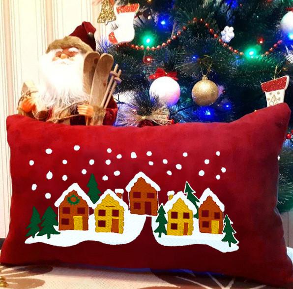 """Новогодняя подушка """"Заснеженные дома"""" 13"""