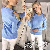 Модный свитер  с открытыми плечами