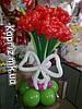 Букет из шаров из 7 роз на основе