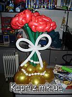 Букет из шаров из 5 роз на основе