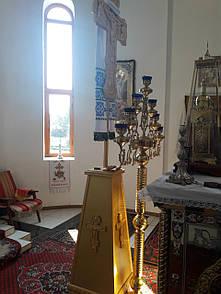 Запрестольний хрест з підставкою (2 500×700 мм)