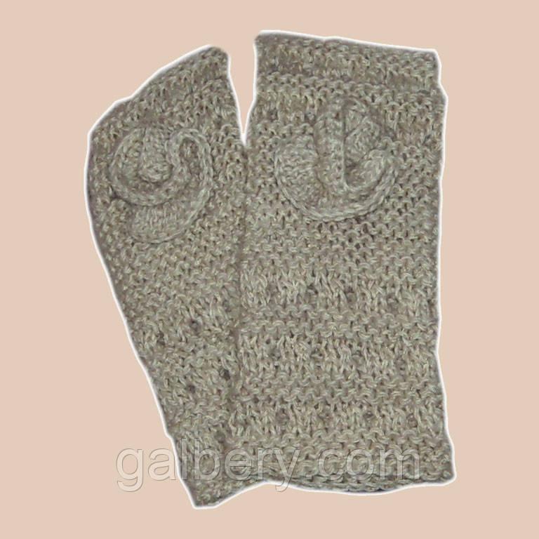 Вязаные рукавички-митенки с цветком цвета льна