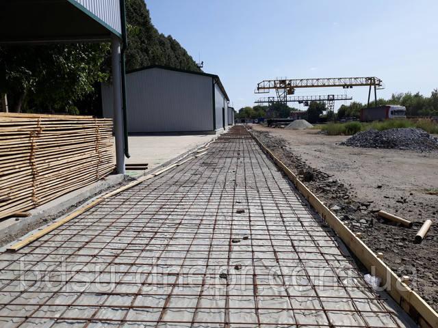Увязанная арматура перед заливкой бетона