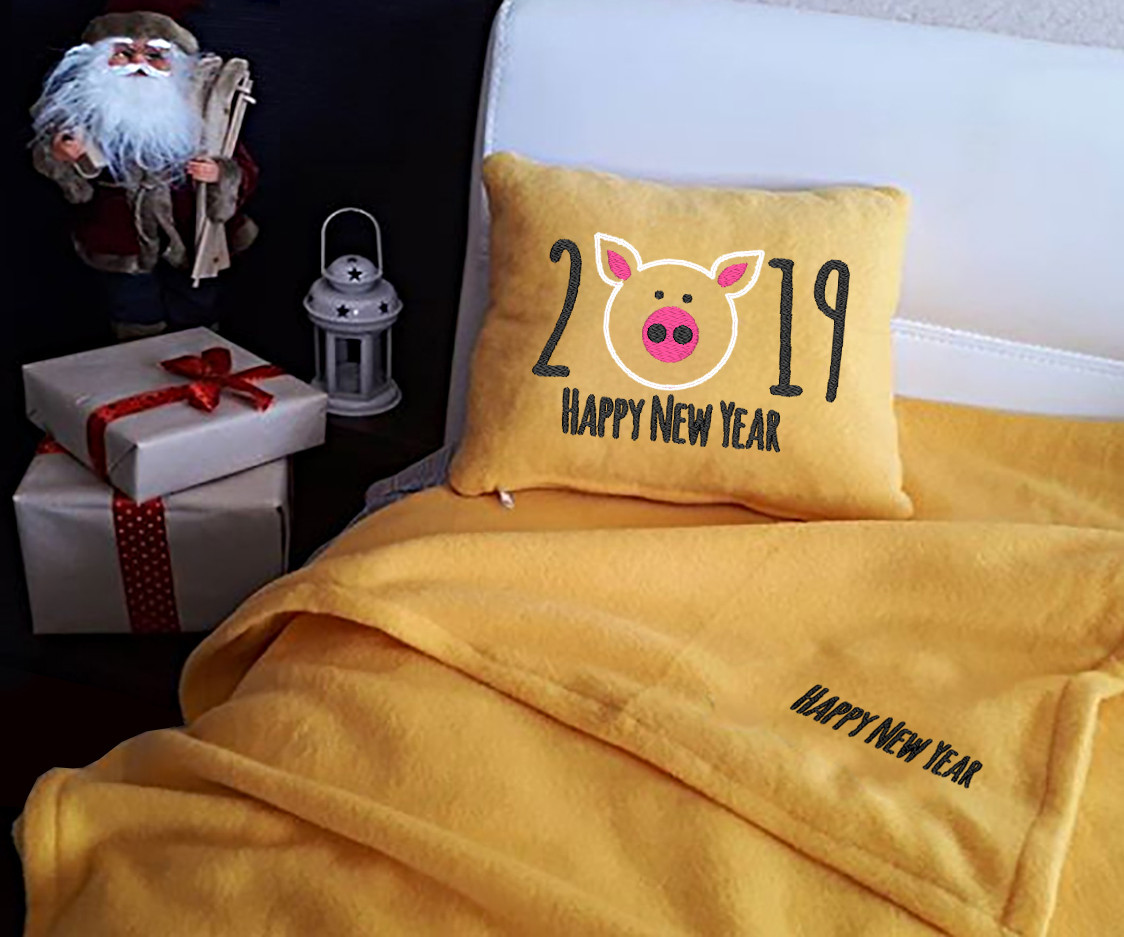 """Набор: подушка + плед """"Happy New Year 2019!"""" 03 цвет на выбор"""
