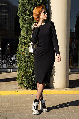 Чёрное женское платье-футляр