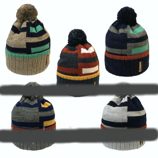 Зимняя  шапка на флисе  для мальчиков   52-56