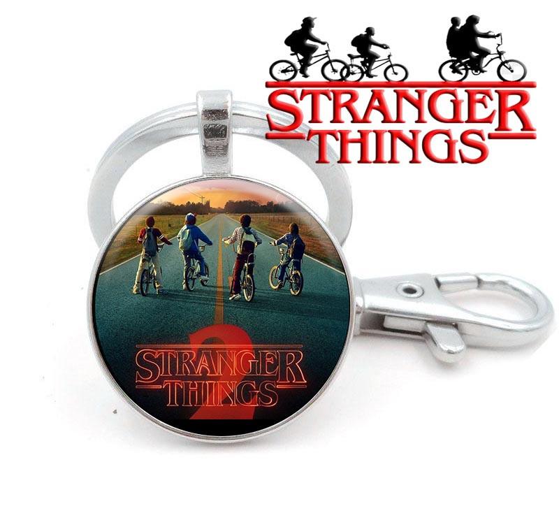 Брелок с персонажами едущими на велосипедах Очень странные дела/Stranger Things