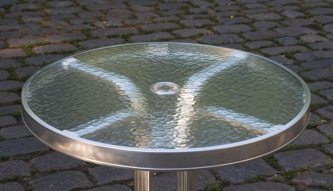 Столик кофейный алюминий, с отверстием для зонта и стеклянной столешницей