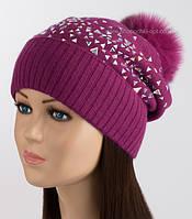 Зимняя шапка с помпоном и стразами Стекло цвет рубиновый