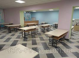 столы и лавки в школьной столовой