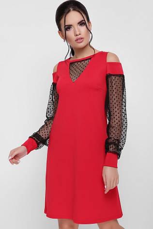 cd31701381be508 Вечернее короткое красное платье с рукавами из сетки в горошек и разрезами  на плечах