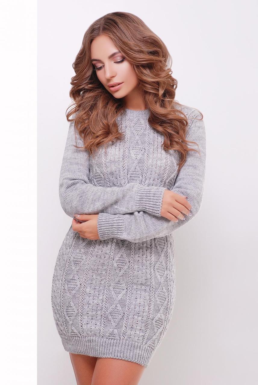 Стильное теплое вязаное короткое платье-туника с фактурным узором темно-серое