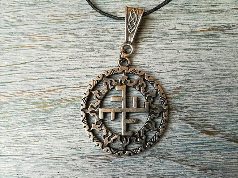 Небесный крест в солнечном круге