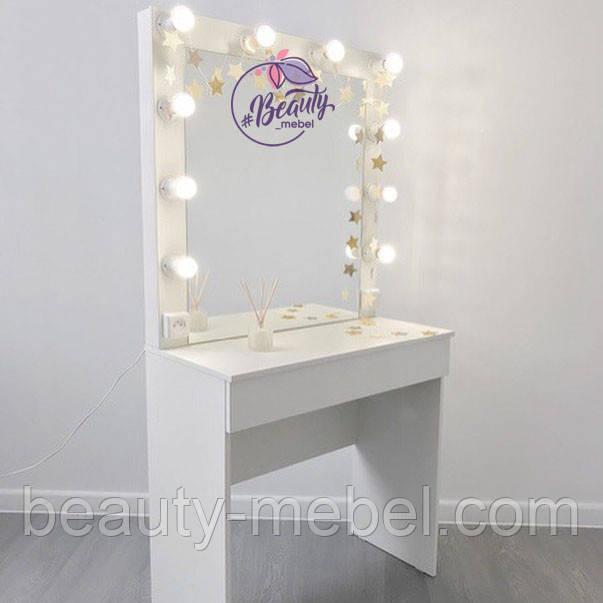 Небольшой гримерный столик с подсветкой на зеркале