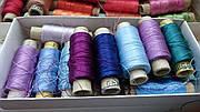 Разновидности ниток и совместимость с тканями