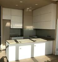 Современная белая кухня на заказ от производителя
