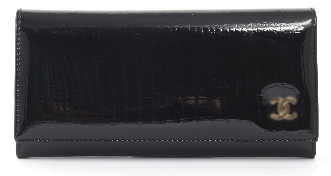 Стильный лаковый женский кошелек под рептилиюart. C P7006 B черный