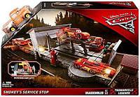 Набор Disney Cars 3 сто Smokeys Service Stop Трек Тачки 3